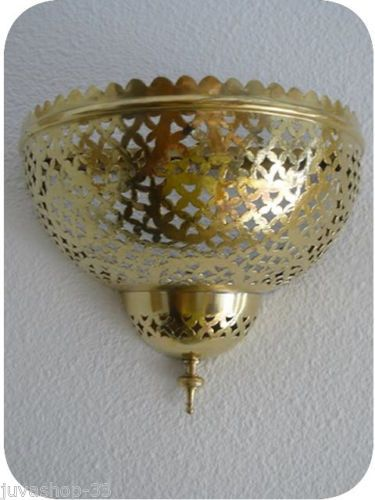 Small wall lamp with classic brass finishing